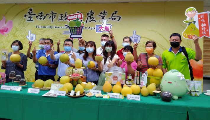 圖4:大推臺南優質紅柚與大白柚,歡迎民眾踴躍選購。