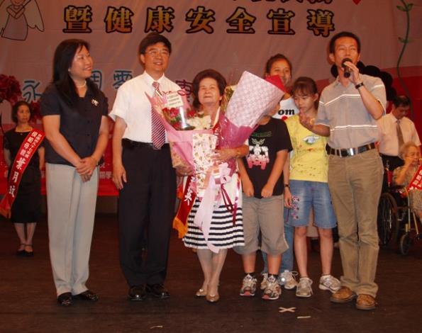 模範母親王雲英女士子女致詞感謝媽媽辛勞