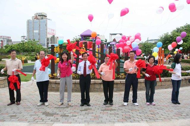 市長主持檨仔林公園舉行整修揭牌儀式(照片轉載98.9.6市政新聞)