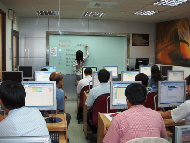同仁參與電腦研習情形