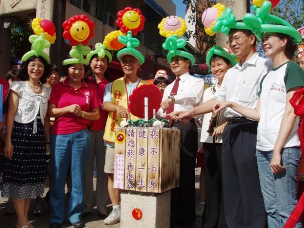 許市長、議員、區長及里長共同參與熄菸筒設置啟用儀式