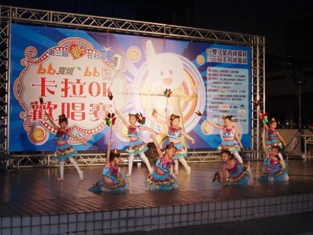 「愛在社區-bb寬頻卡拉OK歡唱賽」中舞蹈表演情形