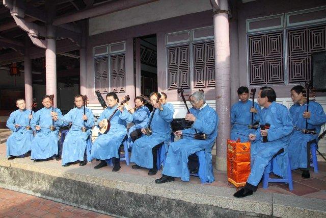 古樂薪傳雅樂十三音演奏情形(圖片來源:99.12.21市政新聞)
