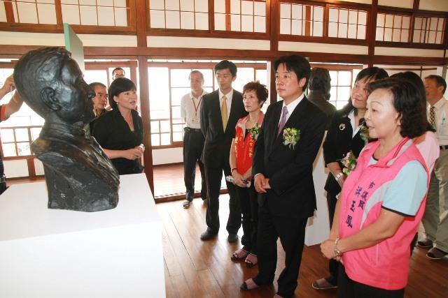 賴市長參觀臺南名人雕像展