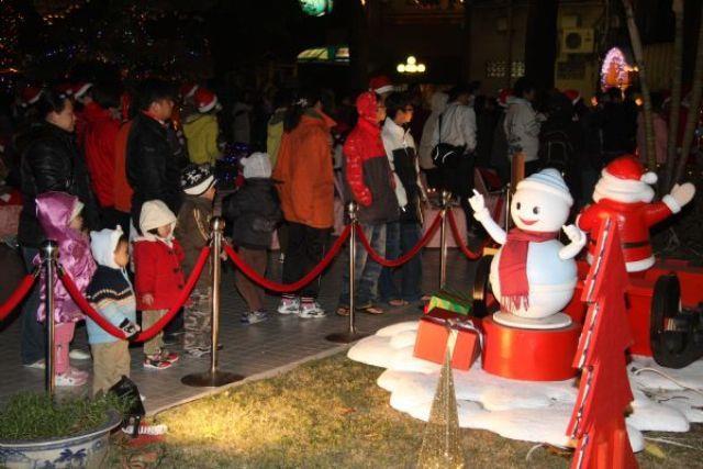 民眾參與市長公館亮燈活動情形