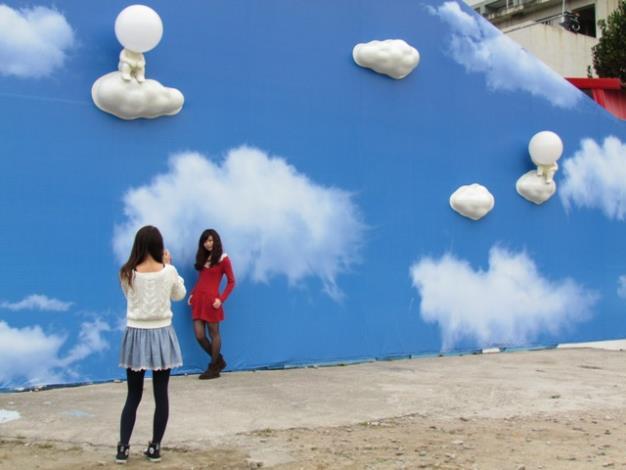 「海安亮起來」藝術創作是民眾照相新景點