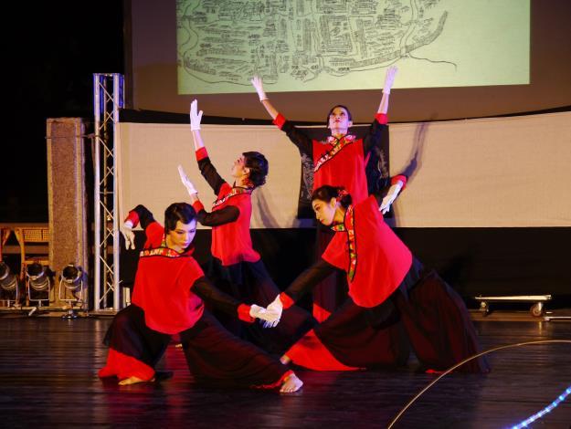 雞屎藤舞蹈團演出「十二婆姐」