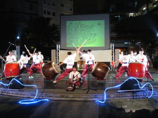 建興國中擊鼓隊表演「十鼓陣」
