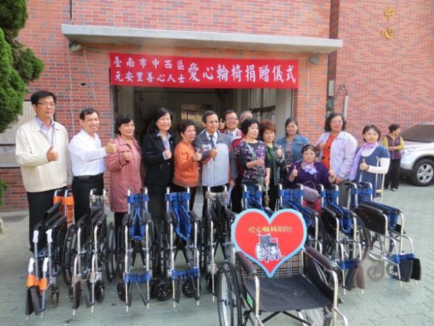愛心輪椅捐贈活動參與人員合影