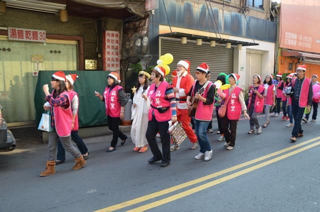 仙草里聖誕傳愛踩街活動
