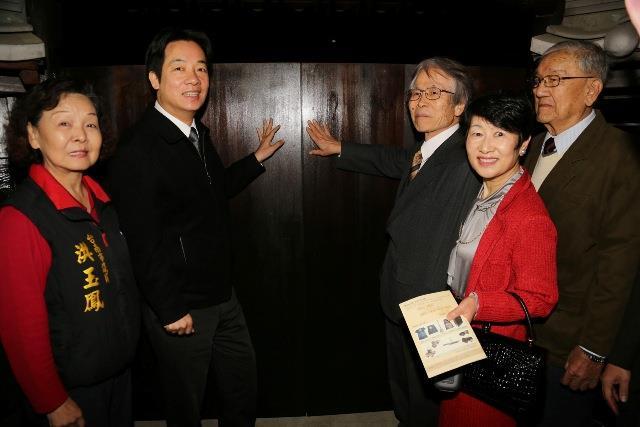 賴市長及貴賓推開鶯料理大門啟用