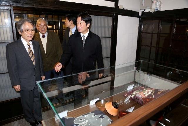 天野朝夫捐贈多件鶯料理當時開業時使用過的器物供文化局典藏