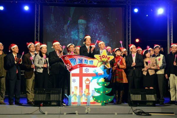 賴市長帶領現場貴賓一同舉行點燈儀式