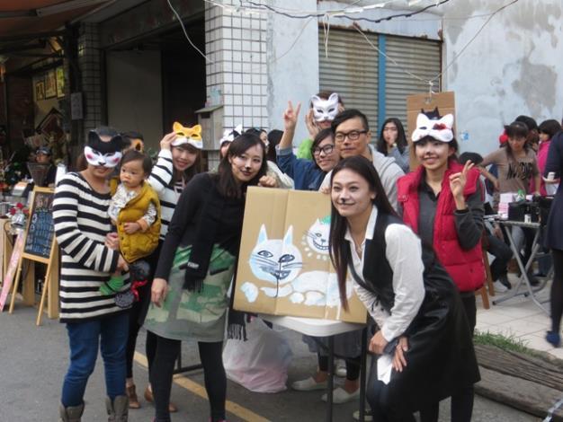 參與「正興貓聖誕」派對活動的俊男美女貓咪造型面具