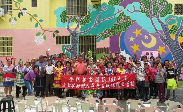 銀同社區阿公阿嬤志工與金湖鎮參訪人員合影