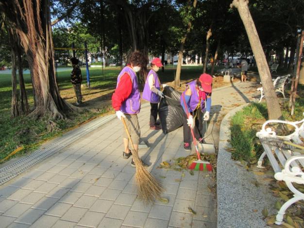 義工整理光賢公園環境整潔
