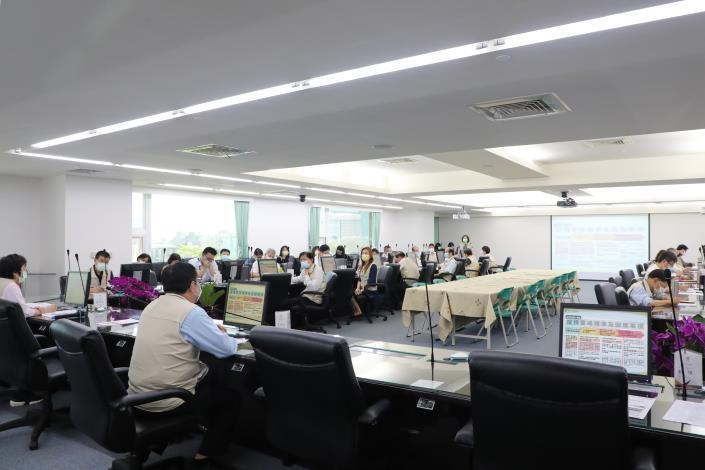 台南市緊急召開COVID-19疫情會議 黃偉哲要求各局處落實防疫作為(共7張)-4