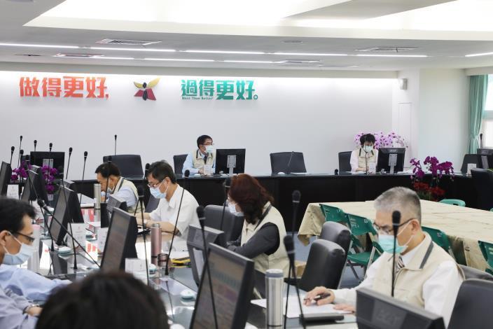 台南市緊急召開COVID-19疫情會議 黃偉哲要求各局處落實防疫作為(共7張)-6