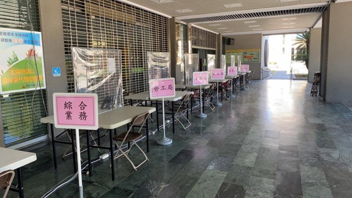 自即日起,市政中心洽公不入內,並設置外送專區(共5張)-5