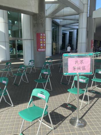 自即日起,市政中心洽公不入內,並設置外送專區(共5張)-2