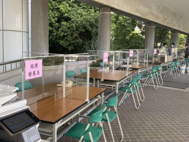 自即日起,市政中心洽公不入內,並設置外送專區(共5張)-1
