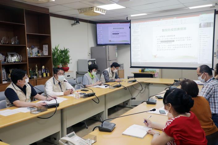 黃偉哲召開專責醫院線上會議打造最強防禦 全力防堵疫情進入社區(共2張)-2