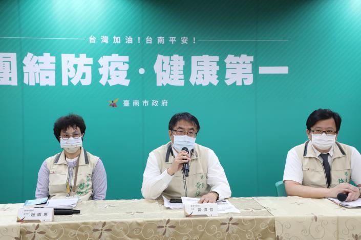 台南舉行防疫記者會 黃偉哲承諾全力提升醫院量能進行防疫(共3張)-2