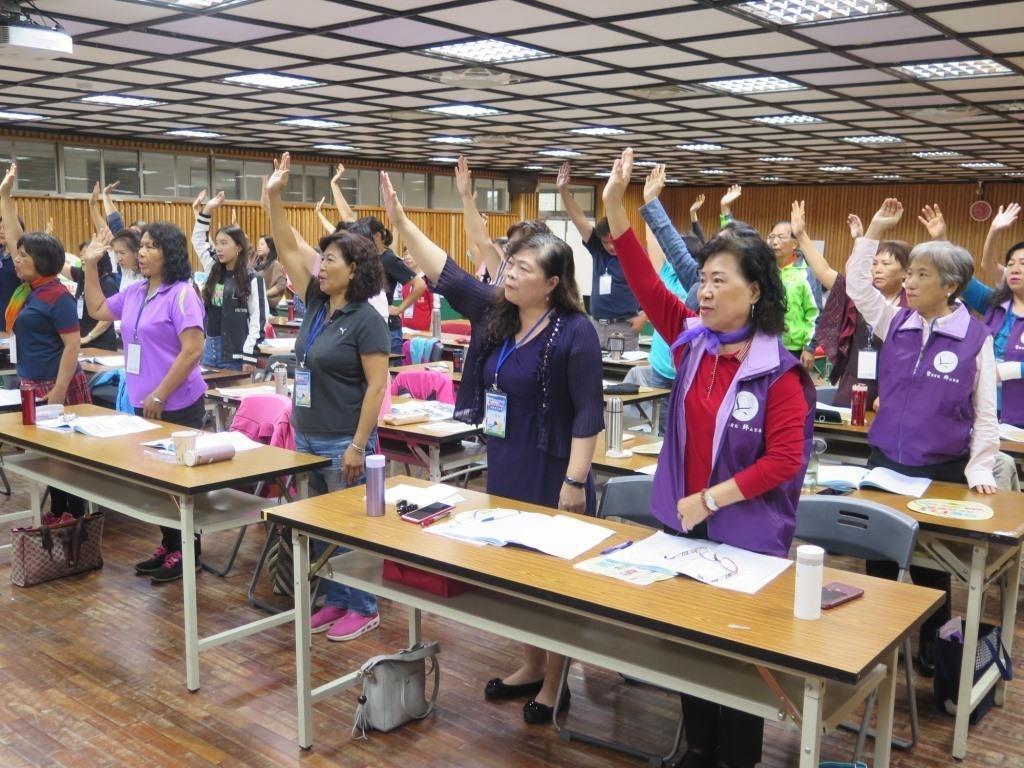 性別暴力防治社區扎根推廣計畫-社區防暴宣導師初階培訓-學員宣誓合照