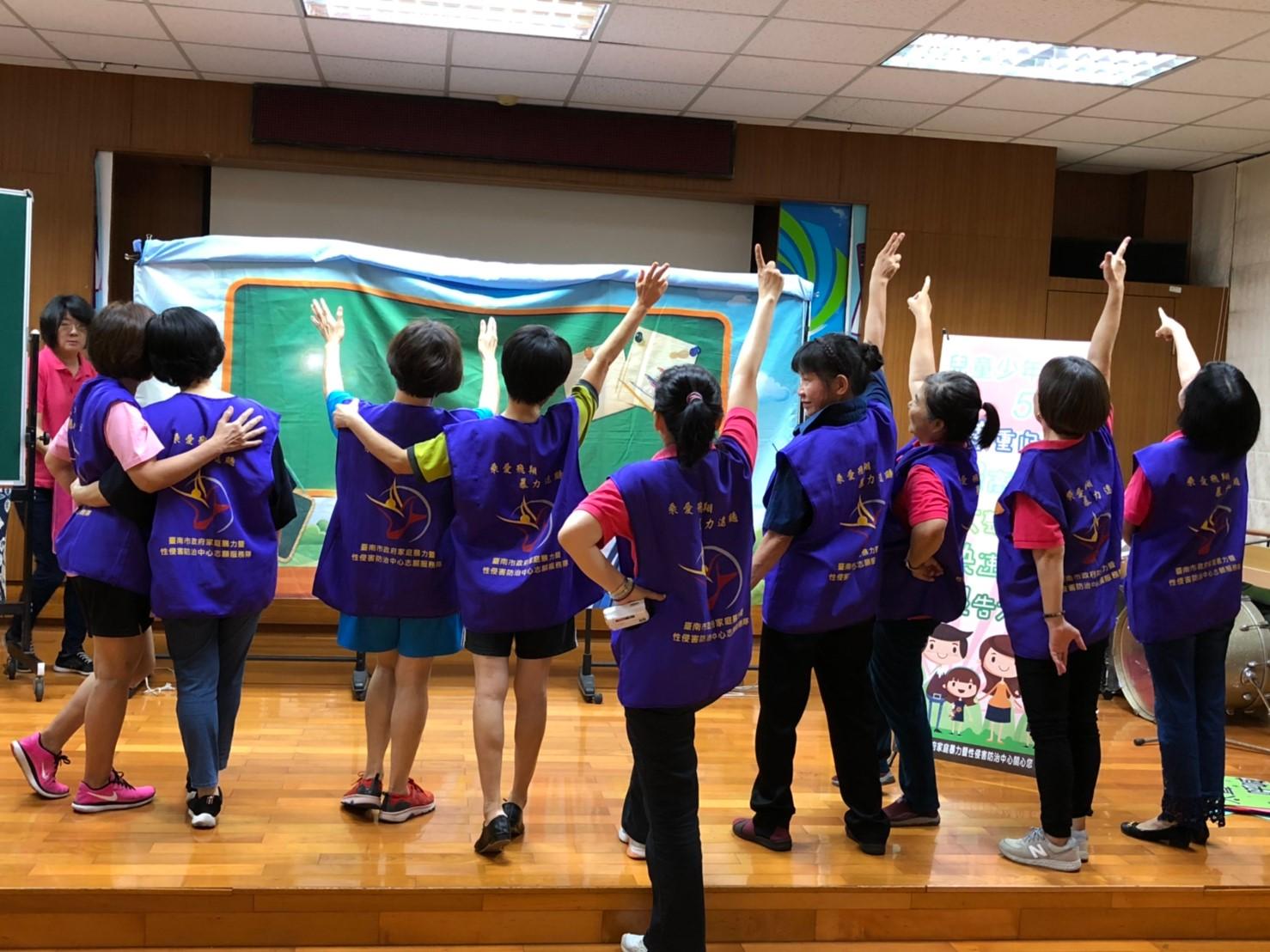 永康區復興國小之第十場行動劇宣導活動-志工隊響應OBR反暴齊步走