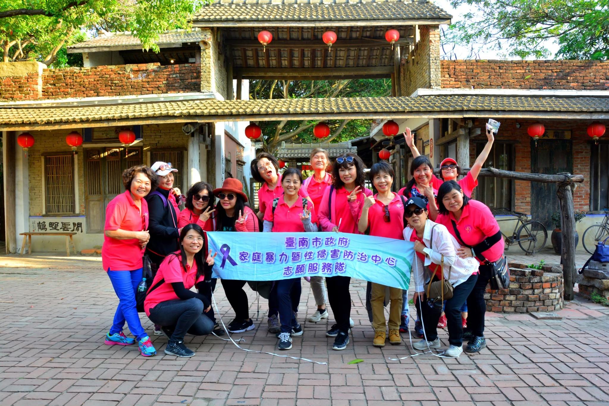 志工服務隊參加一年一次社福機構參訪照片