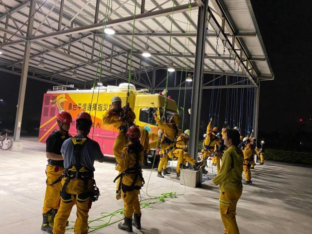 特搜訓練不馬虎,夜間訓練夠精實-繩索救助