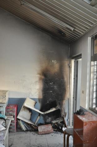 某大學系辦公室「吸頂式感應燈控開關」燃燒後情形