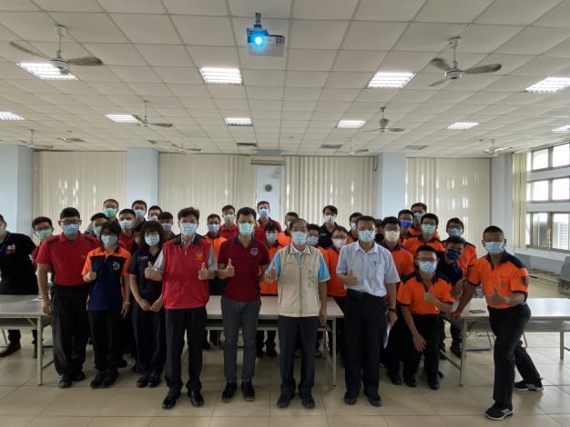 守護臺南市民,消防局自辦高級救護技術員訓練(局長右2)