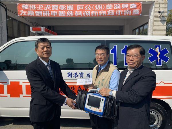 1090219鑫興鋁業股份有限公司董事長謝添寶先生捐贈救護車回饋社會