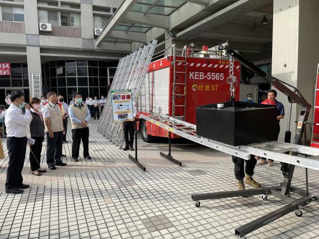 1091116臺南市消防之友會捐贈美式消防梯2