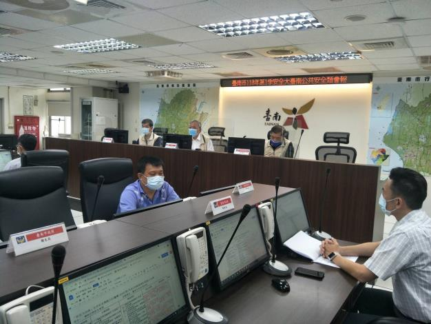 臺南市政府每季召開公共安全議題研討會議(李局長明峯-相片後排右)