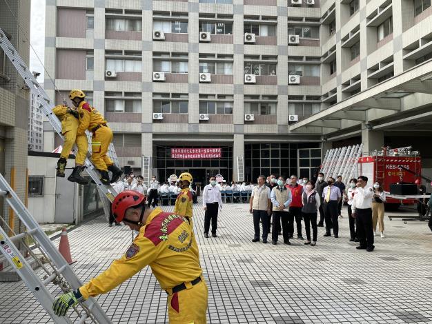 1091116臺南市消防之友會捐贈美式消防梯4