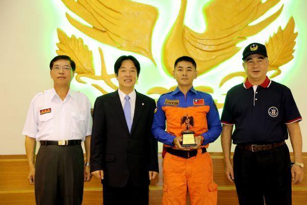 市長表揚支援高雄氣爆任務之救難人員