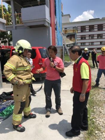 1090714持續強化繩索裝備、專研繩索救援技術-局長視察(右1)