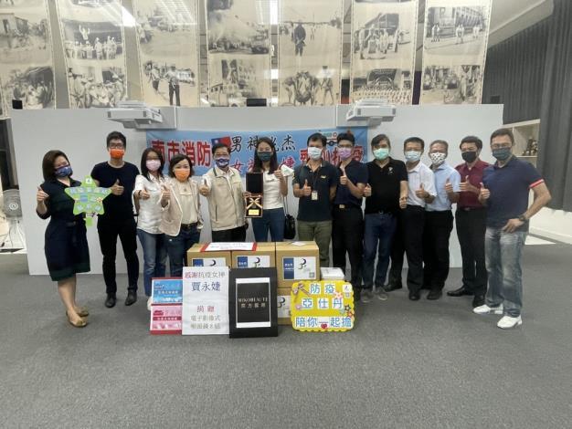 賈永婕捐贈臺南消防喉頭鏡8組捐贈儀式(局長李明峯圖左5)