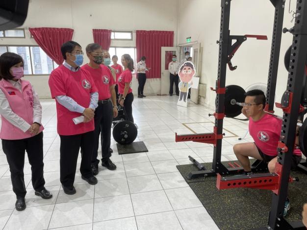 1091123充實肌力訓練器材,肌力體能教官團成軍儀式(黃市長左2、局長左3)