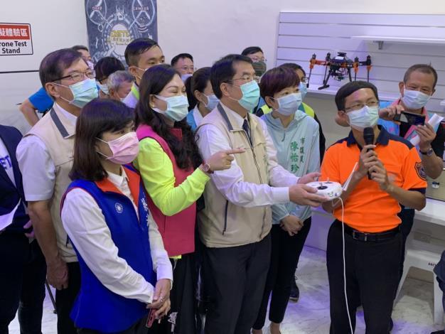 1090819臺南消防局無人機運用領先全國 首座無人機模擬訓練中心Drone Simulation Training Center(DSTC)啟用4-(市長第2排左3、局長第2排左1)
