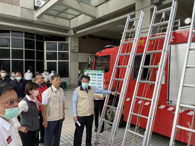 1091116臺南市消防之友會捐贈美式消防梯1