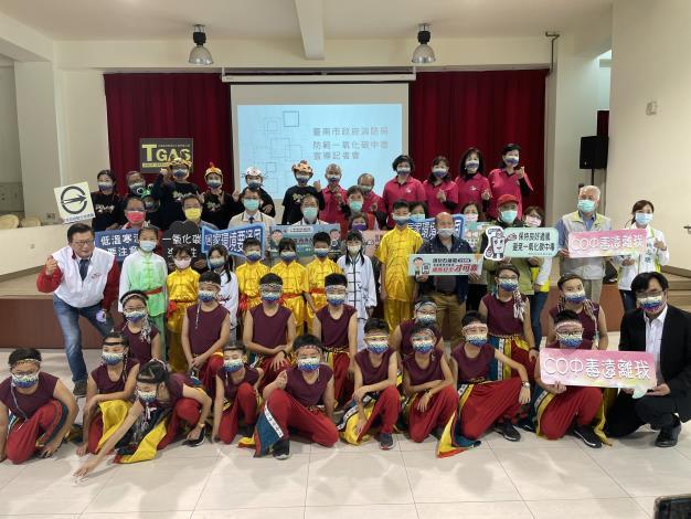 臺南市政府消防局在一氧化碳預防季期間辦理防範一氧化碳宣導記者會暨燃氣熱水器承裝業、瓦斯零售業座談會