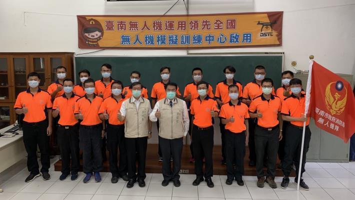 1090819臺南消防局無人機運用領先全國 首座無人機模擬訓練中心Drone Simulation Training Center(DSTC)啟用4-(市長前右5、局長前左5)