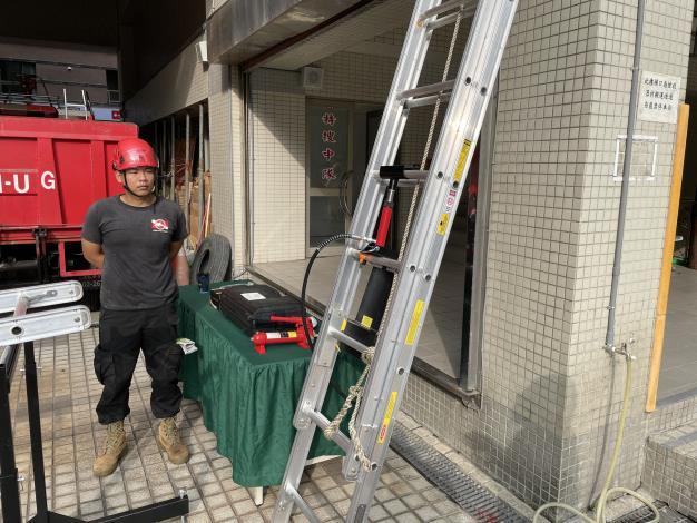1091116臺南市消防之友會捐贈美式消防梯3