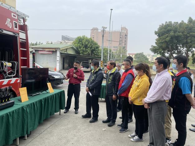 智能排氣供電車庫啟用儀式,黃市長偉哲(圖左2)及李局長明峯(圖左3)
