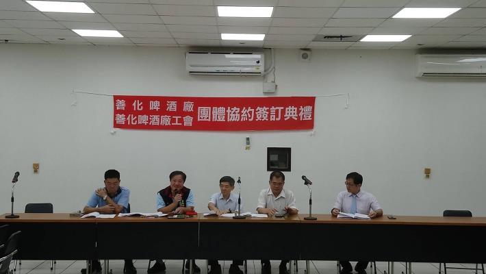 工會林文一理事長(左二)致詞感謝資方與勞工局致力促成、提升勞動權益