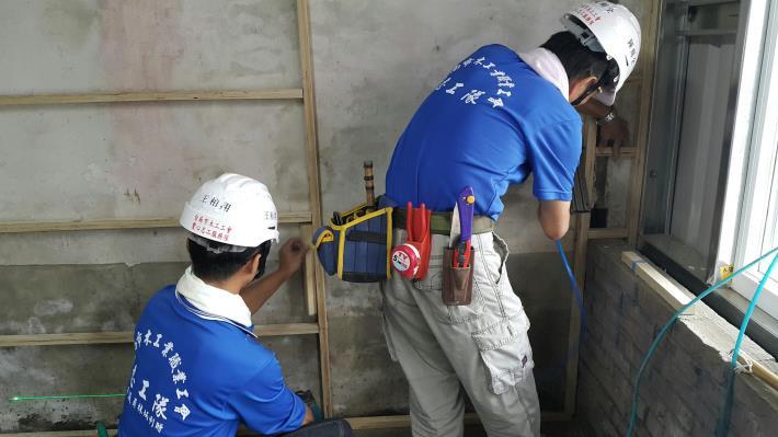 5木工工會志工施工中2