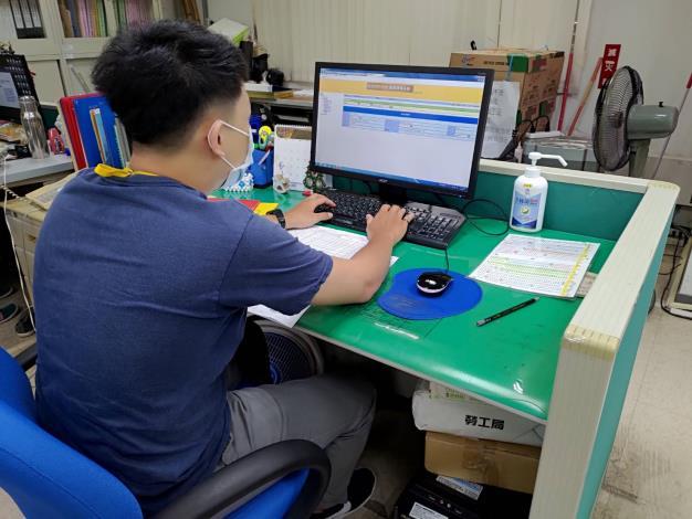 照片一:第一波安心即時上工民眾工作情形(官網)